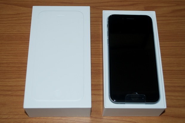 The unboxing was the usual affair. Nothing special this time around. I'll continue to use the accessories that came with my iPhone 5 and keep these in the ...